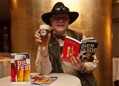 Bierpapst Conrad Seidl präsentiert Bier-Guide 2012