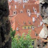 Blick durch die Burgmauer