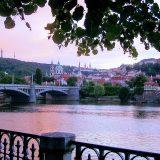 Romantischer Spaziergang an der Moldau