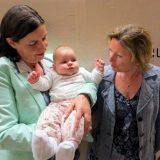Tiroler Oma, Linzer Oma und das Baby
