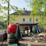 """Gasthaus """"Zum Schiefen Apfelbaum"""""""